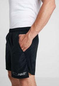 Nike Performance - AIR CHALLENGER SHORT - Sports shorts - black/reflective silver - 5