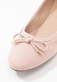Dorothy Perkins - PIPPA SCALLOP ROUND TOE  - Ballet pumps - blush - 2