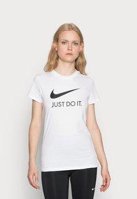 Nike Sportswear - W NSW TEE JDI SLIM - T-shirt imprimé - white/black - 0