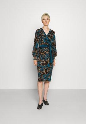 LOIS DRESS - Jumper dress - brown/ocean blue