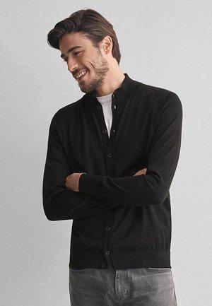 MIT KNÖPFEN AUS ULTRALIGHT - Cardigan - black