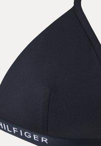 Tommy Hilfiger - CORE SOLID LOGO TRIANGLE FIXED - Bikini top - desert sky - 6