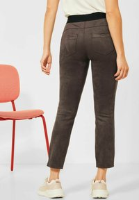 Street One - IN VELOURS - Trousers - braun - 2