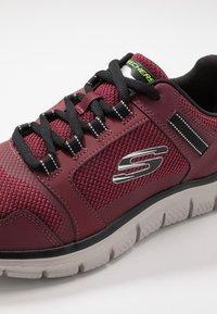 Skechers Sport - TRACK - Sneakers basse - burgundy/black - 5