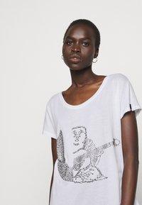 True Religion - RELAX CREW - Print T-shirt - white - 4