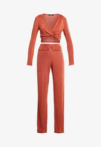 Missguided - TWIST BRALET AND TRIM BELTED WIDE LEG TROUSERS SET - Pantalon classique - orange - 4