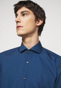 HUGO - KASON - Kostymskjorta - dark blue - 4