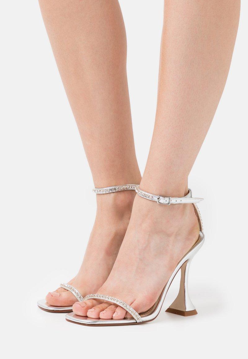 BEBO - ARTEE - Sandaler med høye hæler - silver