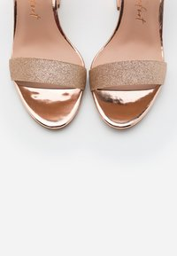 New Look Wide Fit - WIDE FIT ZAN SHIMMER MID BLOCK - Sandalias de tacón - rose gold - 5