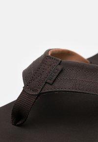 Reef - TWINPIN LUX - Sandály s odděleným palcem - brown - 5