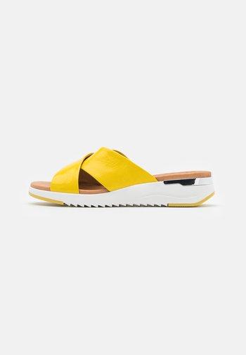 SLIDES - Mules - yellow