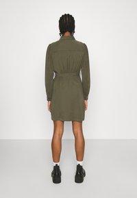 ONLY - ONLARIS LIFE PUFF SHORT DRESS - Shirt dress - kalamata - 2