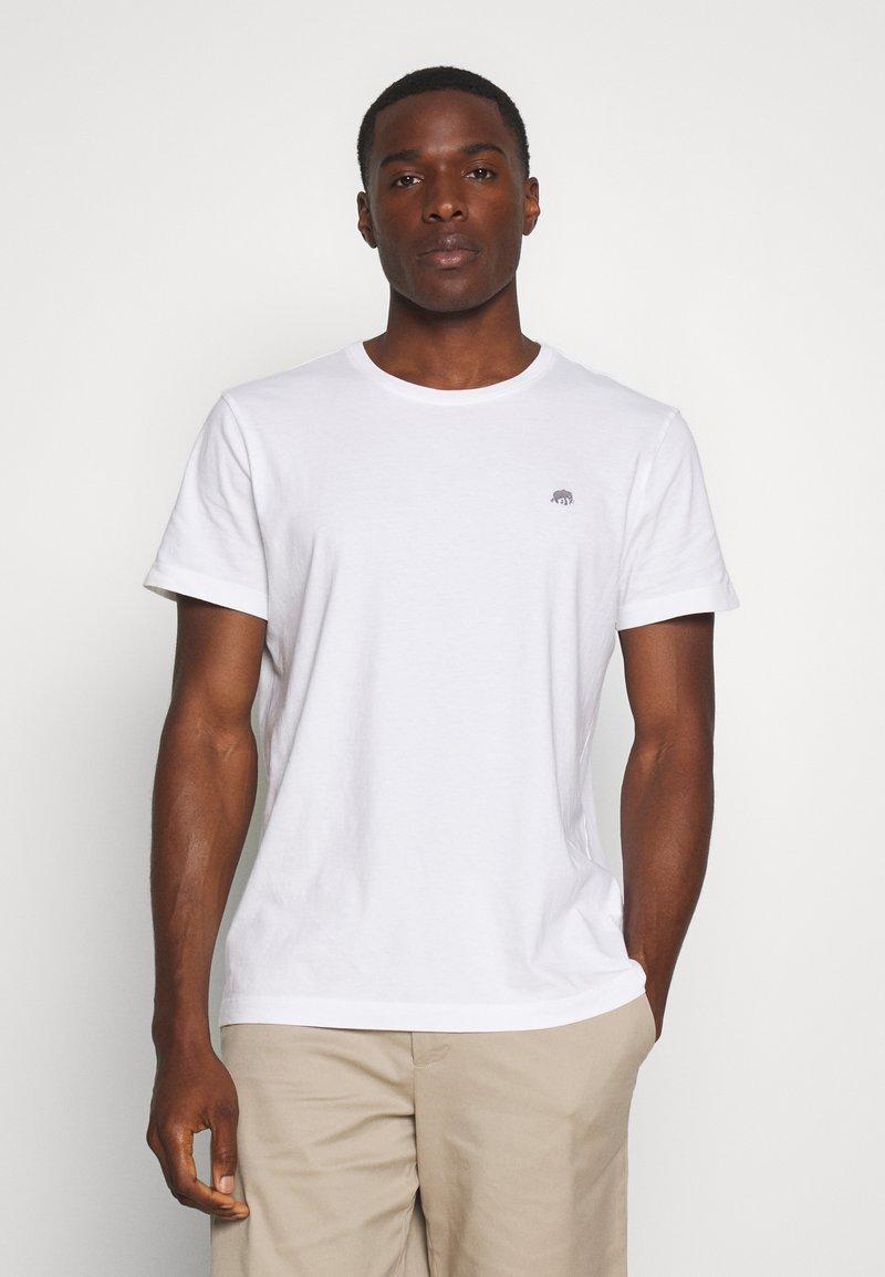Banana Republic - LOGO SOFTWASH TEE - T-shirt basic - vwhite