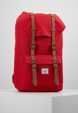 LITTLE AMERICA - Plecak - red/saddle brown