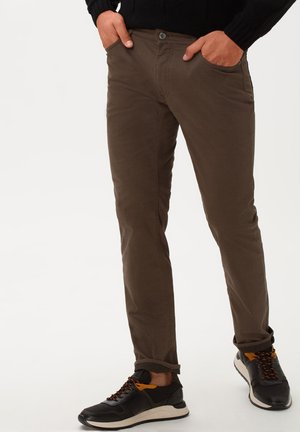 STYLE CHUCK - Slim fit jeans - nut