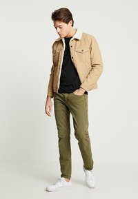 Levi's® - TYPE 3 SHERPA TRUCKER - Denim jacket - beige - 1