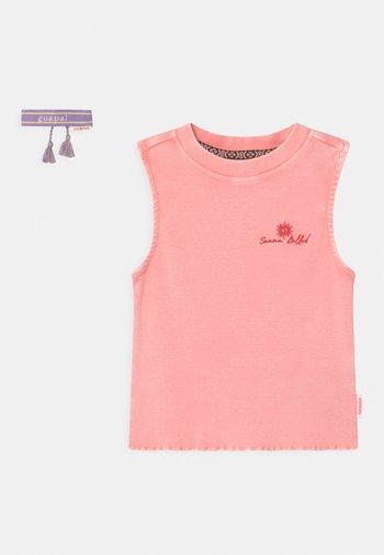 GIGI - Top - coral pink