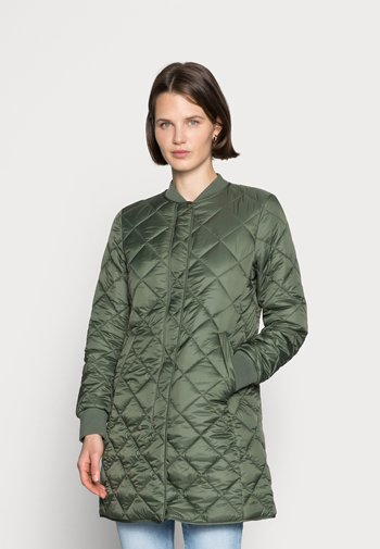 COAT QUILTED THERMORE PADDING REGULAR FIT WELT POCKETS - Kort kappa / rock - fresh moss