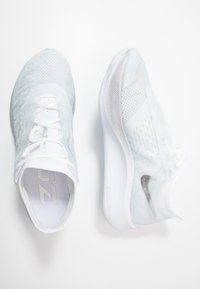 Nike Performance - ZOOM FLY 3 - Neutral running shoes - pure platinum/metallic silver/white/aura - 1