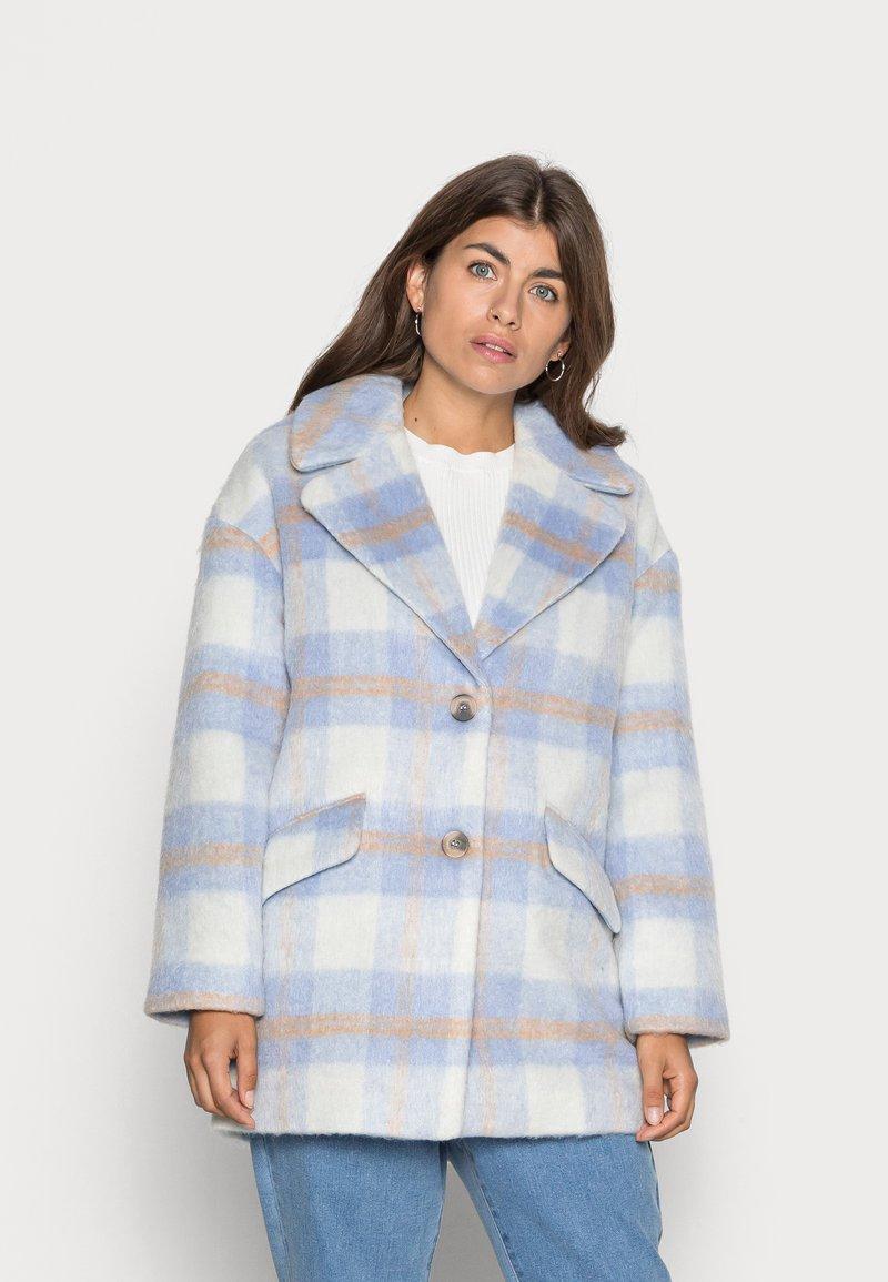 VILA PETITE - VIALISSI JACKET - Short coat - white/light blue
