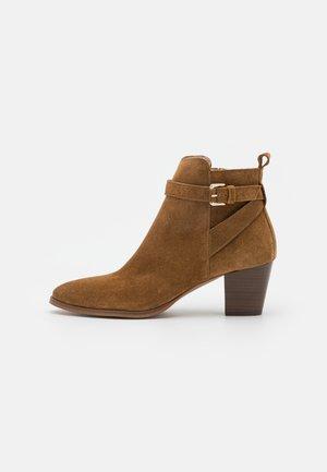 MIRKA - Kotníkové boty - cannelle