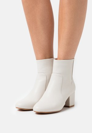 Kotníkové boty - offwhite
