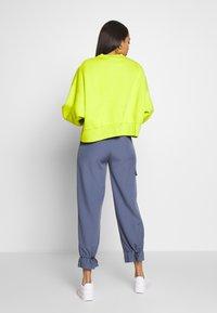 Nike Sportswear - CREW TREND - Sweatshirt - bright cactus - 2