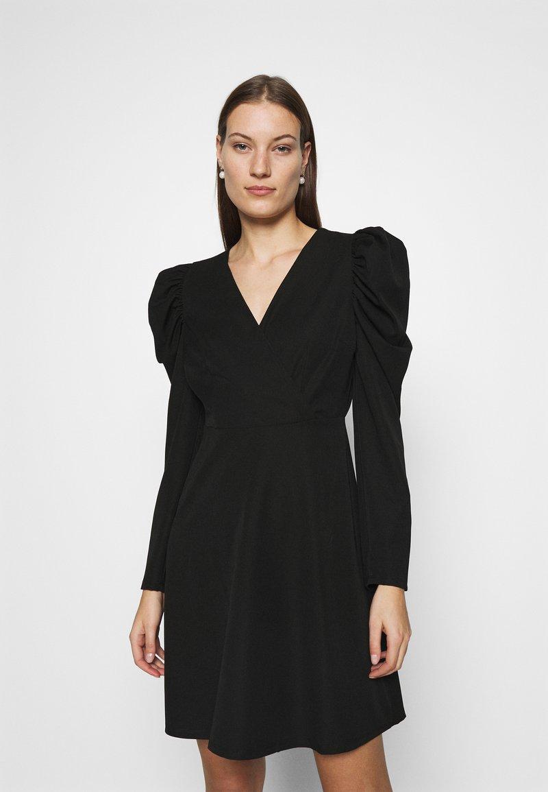 Selected Femme - SLFPRETTY DRESS  - Denní šaty - black