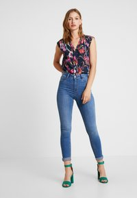 Gina Tricot - MOLLY HIGHWAIST - Jeans Skinny Fit - midblue - 1