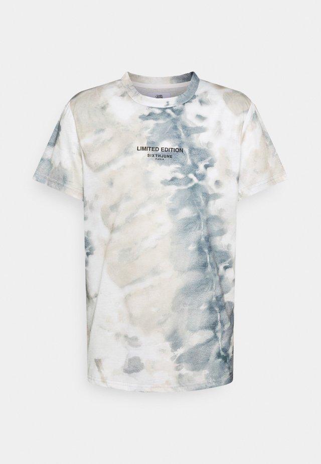 TIE DYE TEE - Print T-shirt - beige