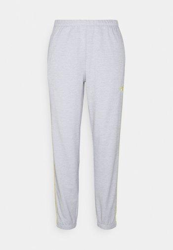 RELENTLESS JOGGER - Spodnie treningowe - athletic grey