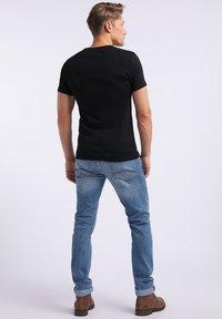 Mustang - AARON - T-shirt basic - black - 2