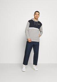 Newport Bay Sailing Club - PANEL HOODIE - Sweater - gray marl/navy - 1