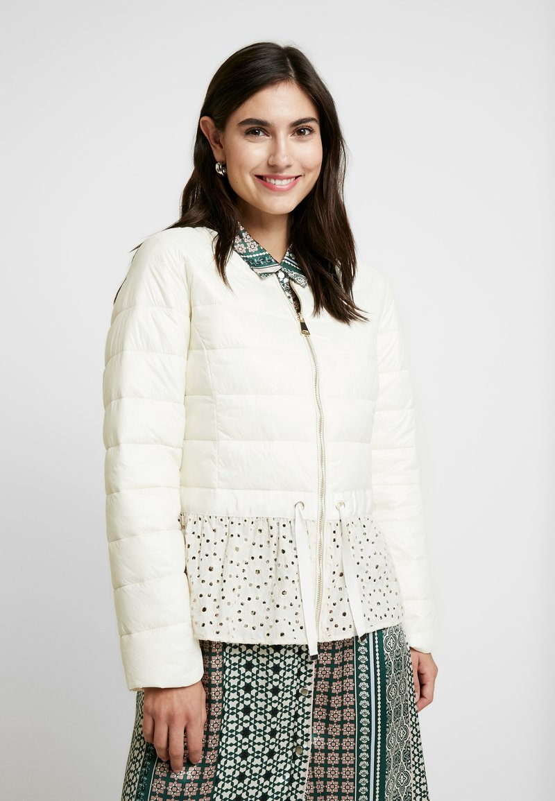 Cream - ADELLA QUILTED JACKET - Overgangsjakker - deep off white
