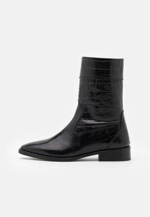 TRONA - Vysoká obuv - black