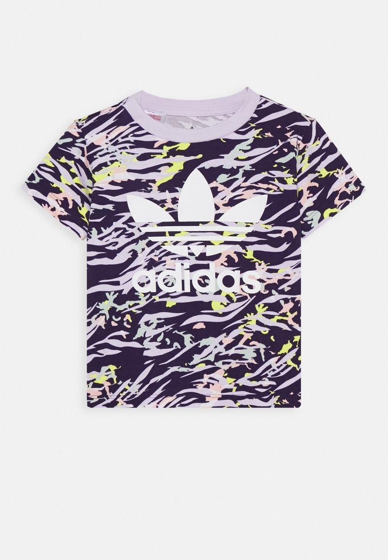adidas Originals - TEE - T-shirt imprimé - depp purple/multicolor