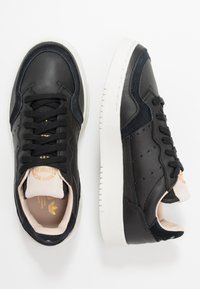 adidas Originals - SUPERCOURT - Sneakersy niskie - core black/crystal white - 1