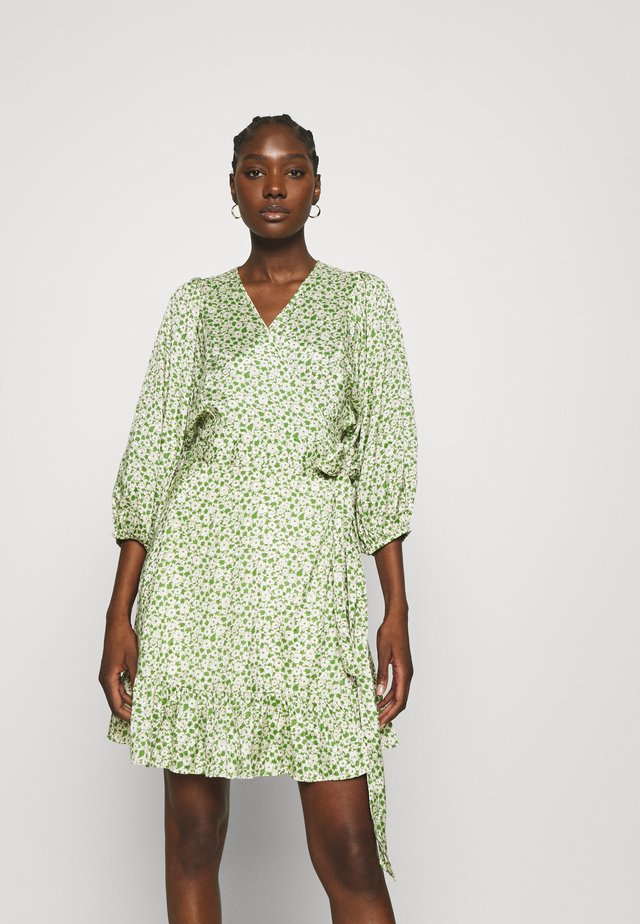 DELICATE WRAP DRESS - Robe d'été - green