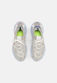 Nike Sportswear - SPACE HIPPIE 04 - Zapatillas - summit white/multi color/photon dust/concord/chambray blue - 5