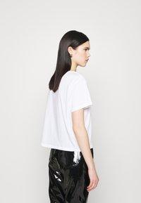 Weekday - BLANCA  - Print T-shirt - white - 2
