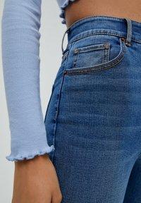 PULL&BEAR - MIT HOHEM BUND - Jeans Skinny Fit - light blue - 5