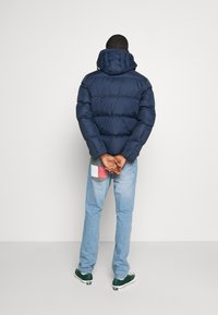 Tommy Jeans - TJM ESSENTIAL DOWN JACKET - Bunda z prachového peří - twilight navy - 2