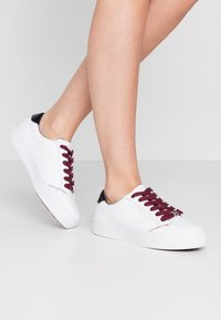 Tommy Hilfiger - CASUAL  - Trainers - white/desert sky - 0