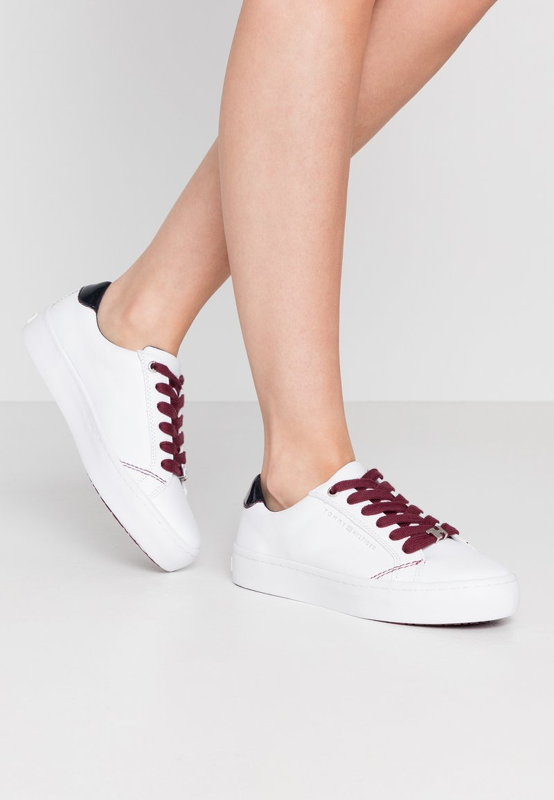 Tommy Hilfiger - CASUAL  - Trainers - white/desert sky