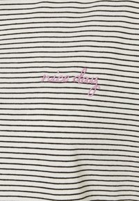 TOM TAILOR - STRIPED - Print T-shirt - offwhite - 2