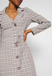 Fashion Union - ETTIE - Robe chemise - black/cream/brown - 4
