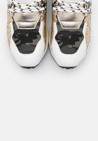Steve Madden - CLIFF - Sneakers - white/gold - 5