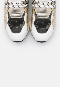 Steve Madden - CLIFF - Zapatillas - white/gold - 5
