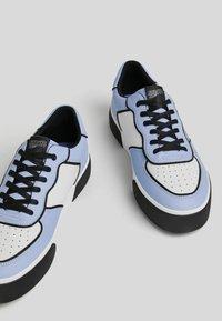 Bershka - NARUTO - Sneakers - multi-coloured - 3