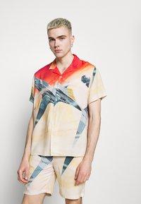 PRAY - STAR UNISEX - Shirt - multi-coloured - 0